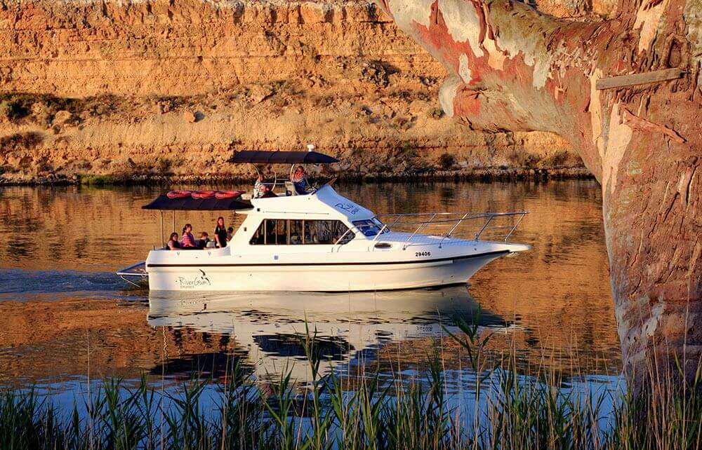 qatar cruise boat - Home